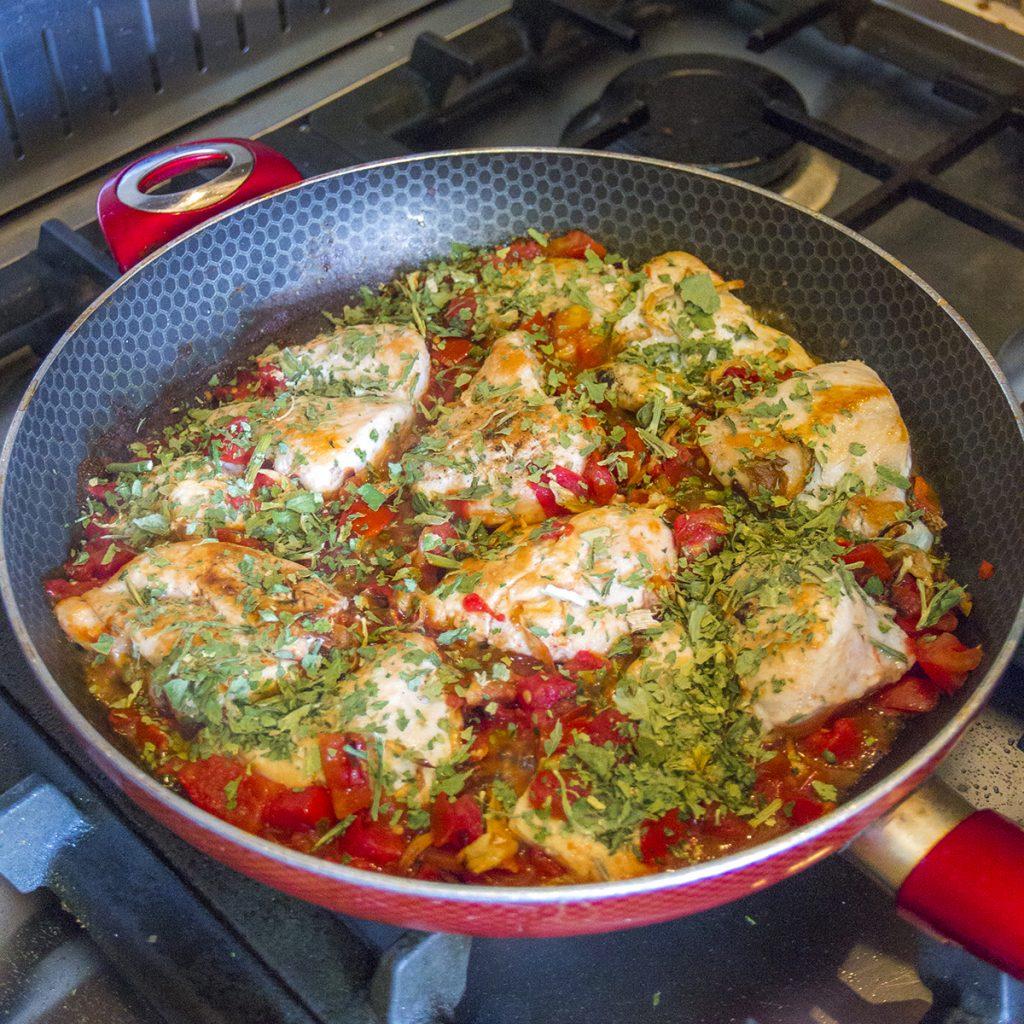 طرز تهیه مرغ کرفس کوهی و زعتر