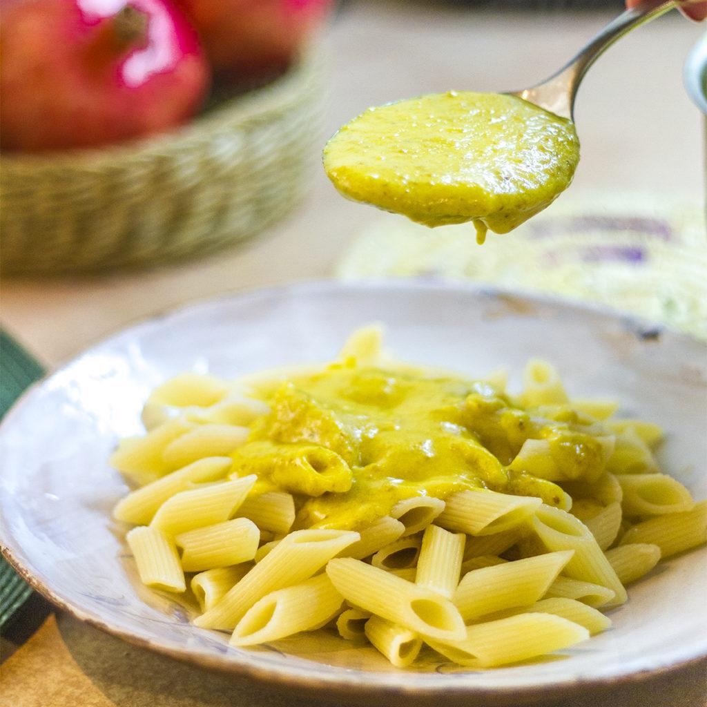 طرز تهیه پاستای گیاهی با کشک زرد