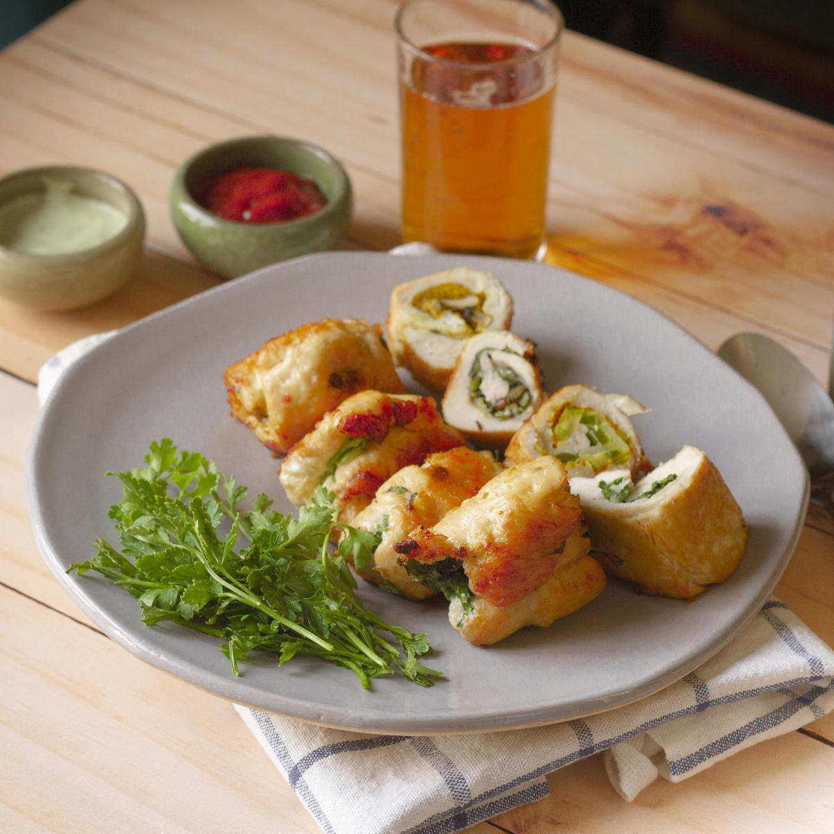 طرز تهیه رول مرغ با پنیر و سبزیجات